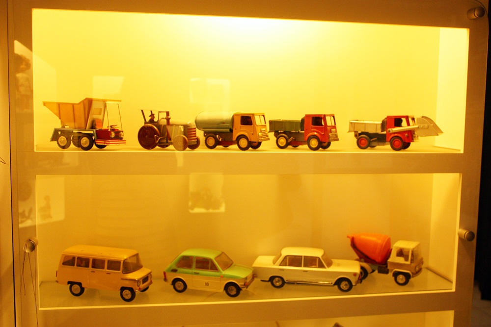 samochody - muzeum zabawek w Kielcach