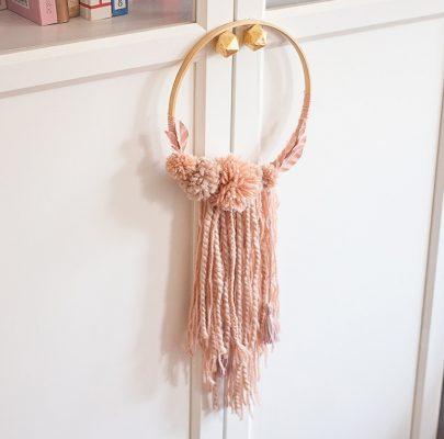 DIY: Boho dekoracja z pomponami