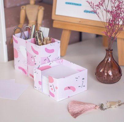 Dziewczyńskie akcesoria na biurko – kubik i pojemnik na długopisy / szablony do druku